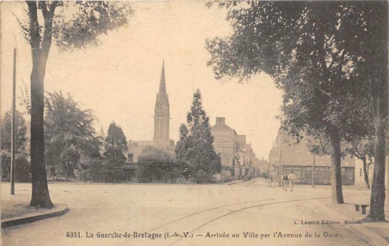Carte postale ancienne La Guerche De Bretagne Arrivee En Ville Par L'Avenue De La Gare à La Guerche-de-Bretagne