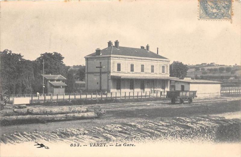 Carte postale ancienne Varzy La Gare à Varzy