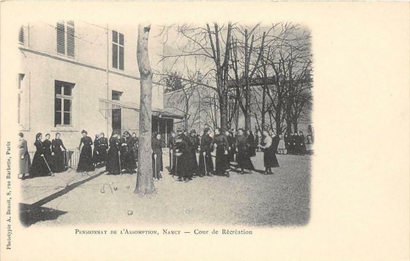 Carte postale ancienne Nancy Pensionnat De L'Assomption Cour De Recreation  (dos non divisé) à Nancy