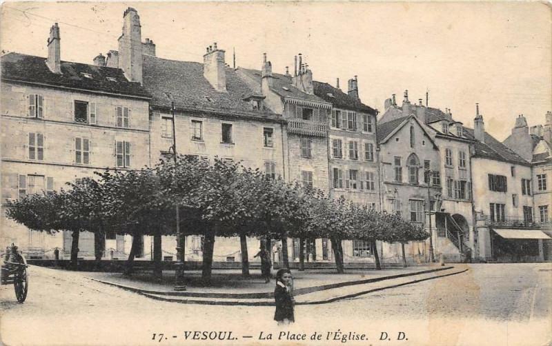 Carte postale ancienne Vesoul La Place De L´EGLISE (cliché pas courant à Vesoul