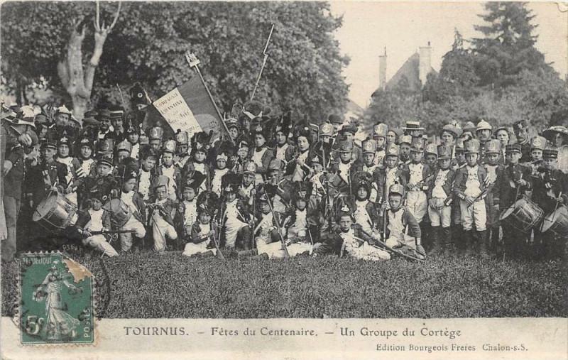 Carte postale ancienne Tournus Fetes Du Centenaire Un Groupe Du Cortege à Tournus