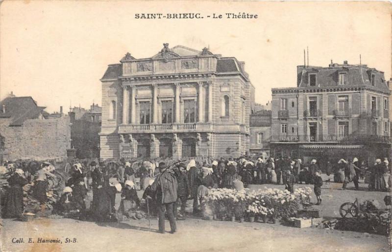 Carte postale ancienne Saint Brieuc Le Theatre (marché à Saint-Brieuc