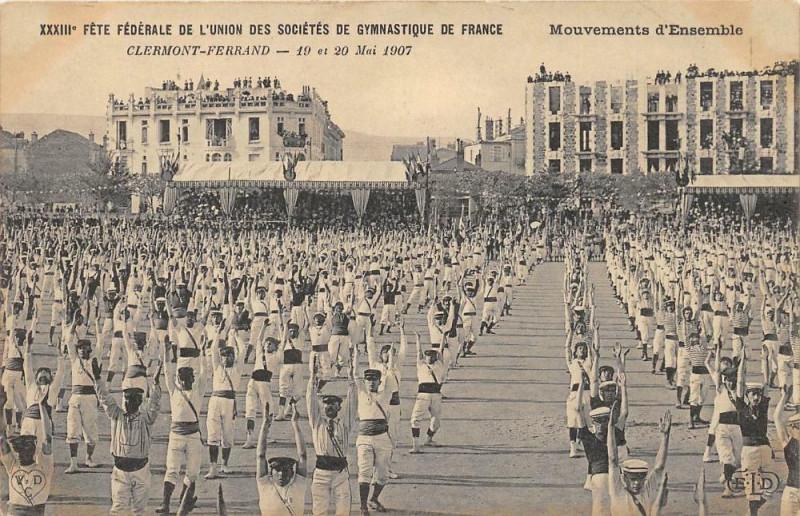 Carte postale ancienne Clermont Ferrand XXXIIIe Fete Federale De Gymnastique Mouvements D'Ensemb à Clermont-Ferrand