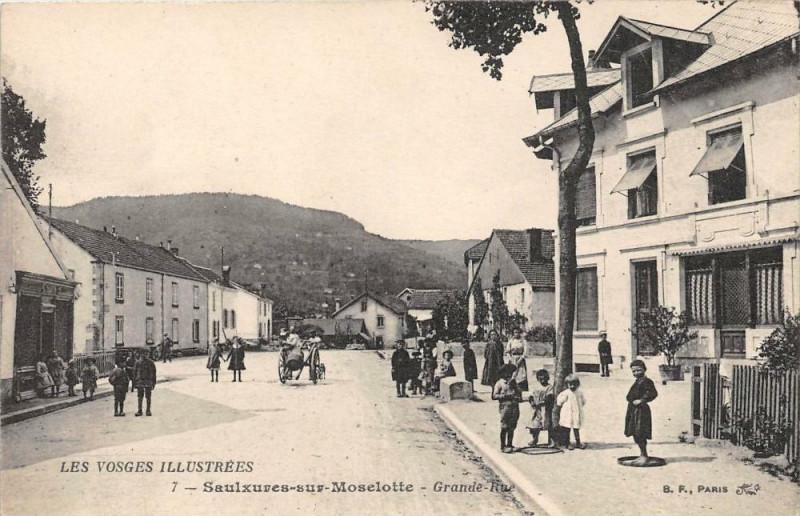 Carte postale ancienne Saulxures Sur Moselotte Grand'Rue à Grand