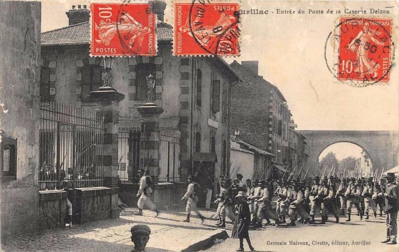 Carte postale ancienne Aurillac Entree Du Poste De La Caserne Delzon à Aurillac