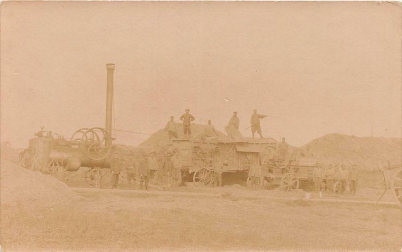 Carte postale ancienne Environs De Niort Scene De Battage A La Machine Scene D'Agriculture (prov à Niort