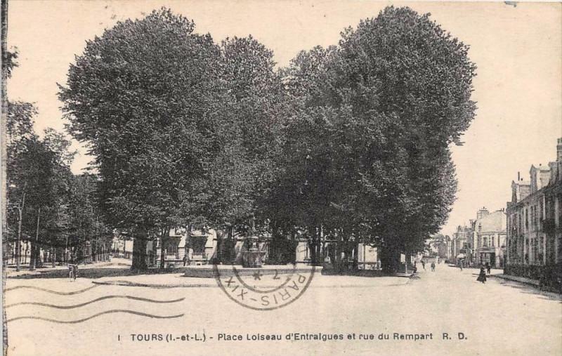 Carte postale ancienne Tours Place Loiseau D'Entraigues Et Rue Du Rempart (cliché pas courant à Tours