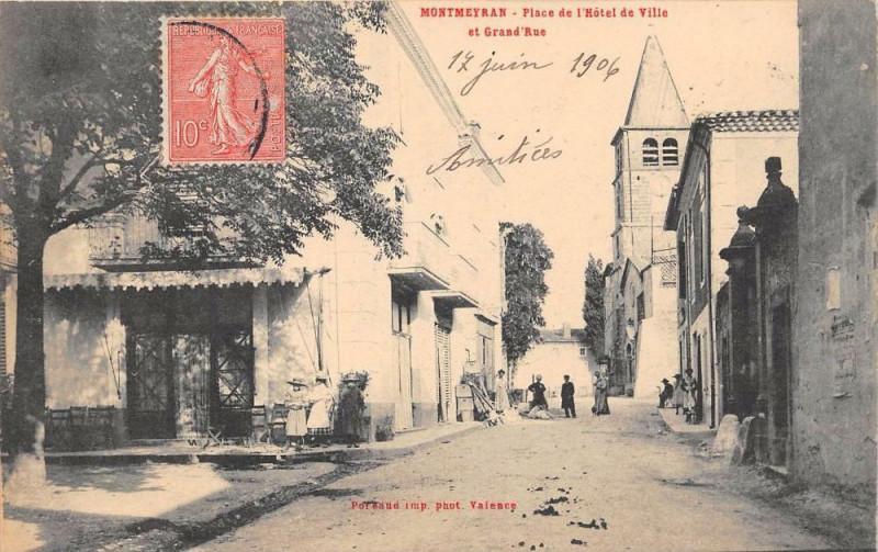 Carte postale ancienne Montmeyran Place De L'Hotel De Ville Et Grand'Rue à Montmeyran