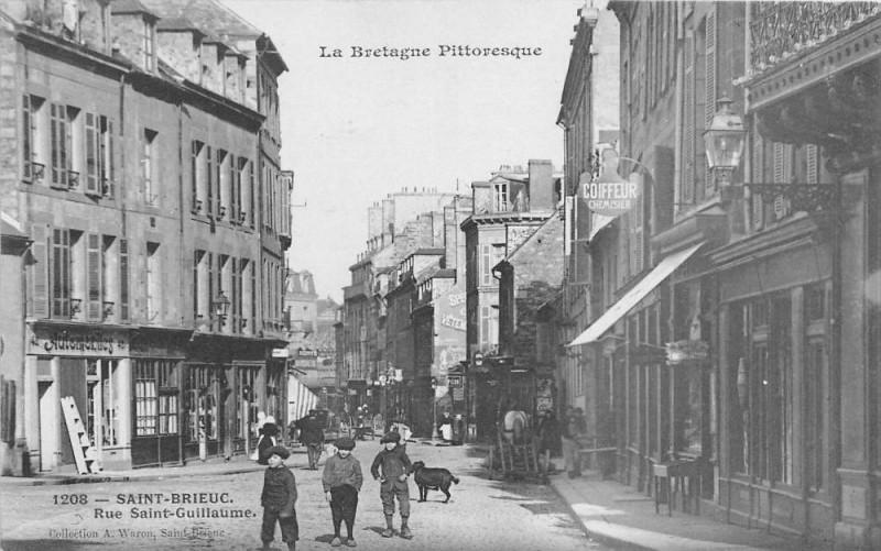 Carte postale ancienne Saint Brieuc Rue Saint Guillaume à Saint-Brieuc