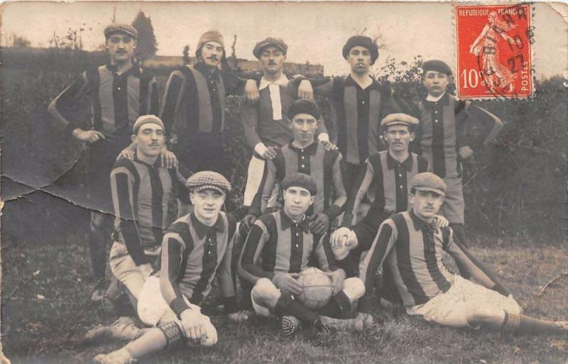 Carte postale ancienne Biarritz Carte Photo Certainement D'Une Equipe De Football Des Basses Pyr à Biarritz