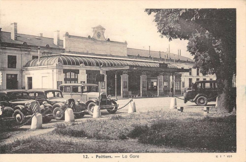 Carte postale ancienne Poitiers La Gare à Poitiers