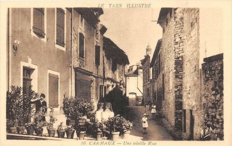 Carte postale ancienne Escoussens Place De L'Eglise à Escoussens