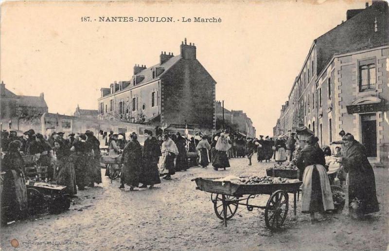 Carte postale ancienne Nantes Doulon Le Marche à Nantes