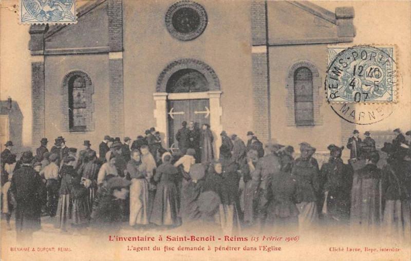 Carte postale ancienne L'Inventaire A Saint Benoit Reims 1906 L'Agent Du Fisc Demande A Penetrer à Reims