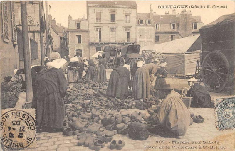 Carte postale ancienne Marche Aux Sabots Place De La Prefecture A Saint Brieuc (dos non divisé) à Saint-Brieuc