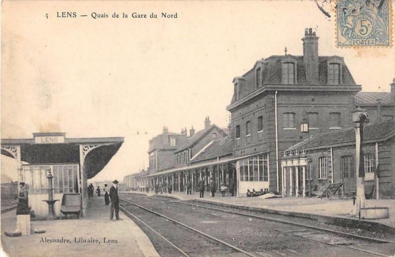 Carte postale ancienne Lens Quais De La Gare Du Nord (cliché pas courant à Lens