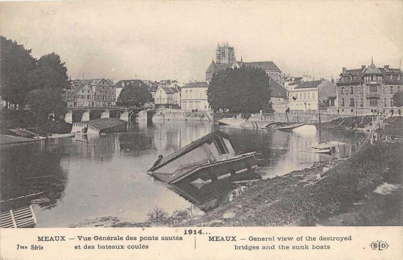 Carte postale ancienne Meaux Vue Generale Des Ponts Sautes Et Des Bateaux Coules à Meaux