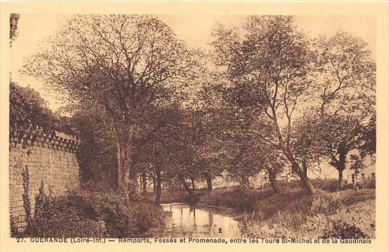 Carte postale ancienne Guerande Remparts Fosses Et Promenade à Guérande