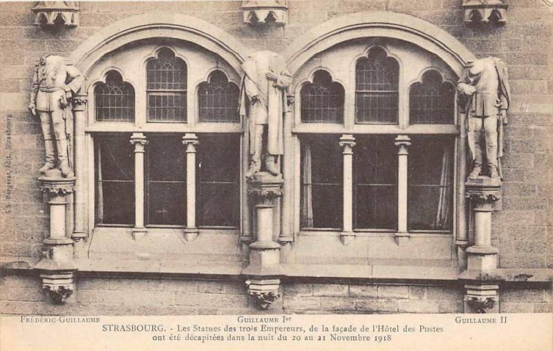 Carte postale ancienne Strasbourg Les Statues Des 3 Empereurs Decapites à Strasbourg