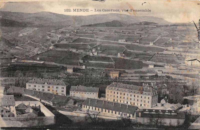 Carte postale ancienne Mende Les Casernes Vue D´ENSEMBLE à Mende