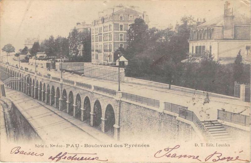 Carte postale ancienne Pau Boulevard Des Pyrenees (dos non divisé) à Pau