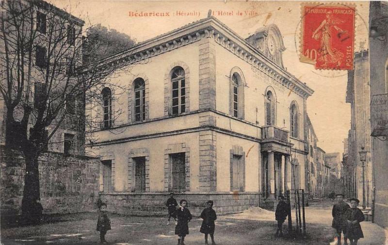 Carte postale ancienne Bedarieux Hotel De Ville à Bédarieux