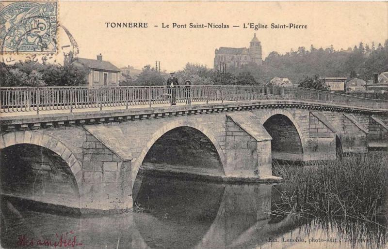 Carte postale ancienne Tonnerre Pont St Nicolas Eglise Saint Pierre à Tonnerre