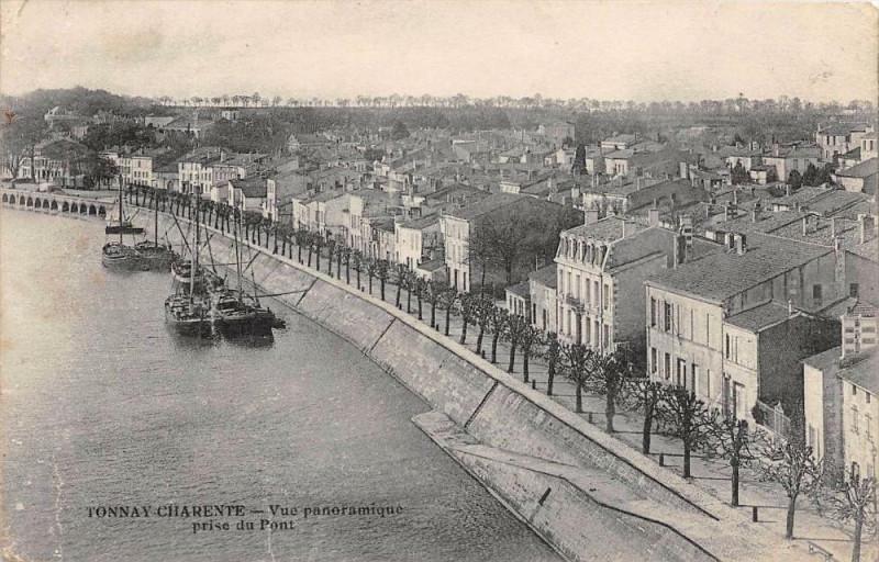 Carte postale ancienne Tonnay Charente Vue Panoramique Prise Du Pont à Tonnay-Charente