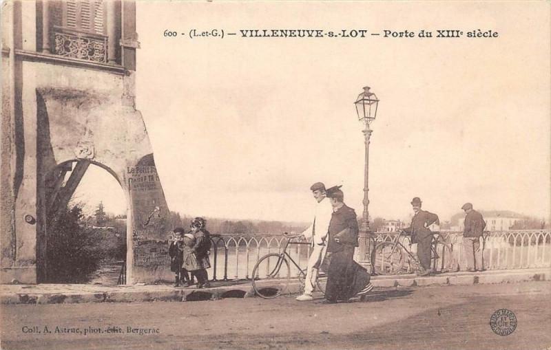 Carte postale ancienne Villeneuve Sur Lot Porte Du XIIe Siecle à Villeneuve-sur-Lot