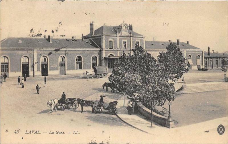 Carte postale ancienne Laval La Gare à Laval