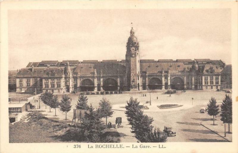 Carte postale ancienne La Rochelle La Gare à La Rochelle