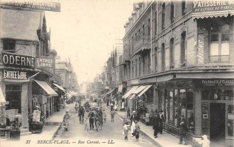 Carte postale ancienne Berck Plage Rue Carnot à Berck