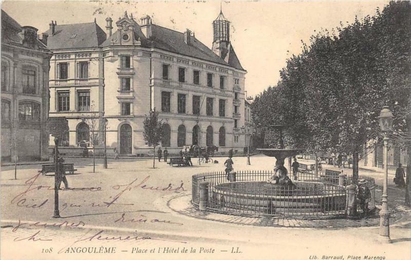Carte postale ancienne Angouleme Place Et L'Hotel De La Poste à Angoulême