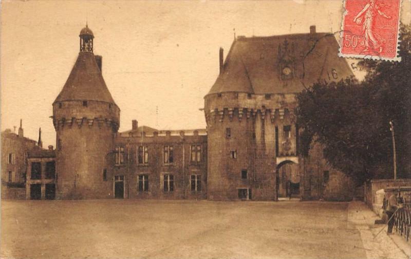 Carte postale ancienne Chateau De Jonzac à Jonzac