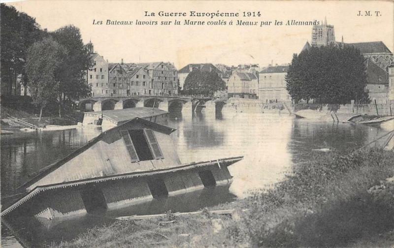 Carte postale ancienne Meaux Les Bateaux Lavoirs Sur La Marne Coules A Meaux Par Les Allemands à Meaux