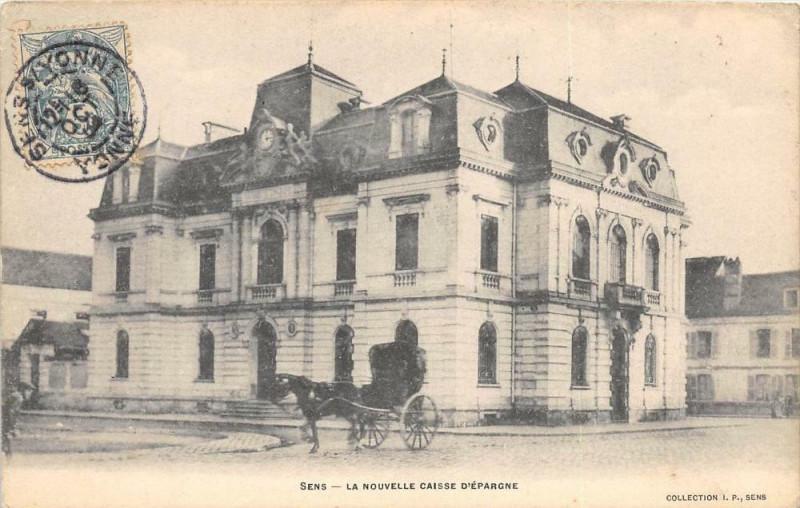 Carte postale ancienne Sens La Nouvelle Caisse D'Epargne à Sens