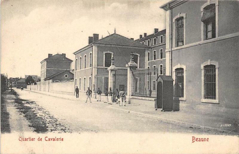 Carte postale ancienne Beaune Quartier De Cavalerie à Beaune