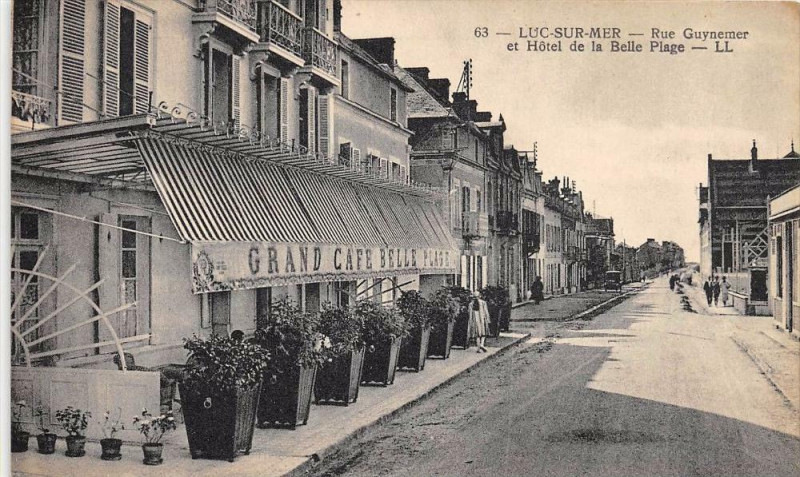 Carte postale ancienne Luc Sur Mer Rue Guynemer Hotel Belle Plage à Luc-sur-Mer