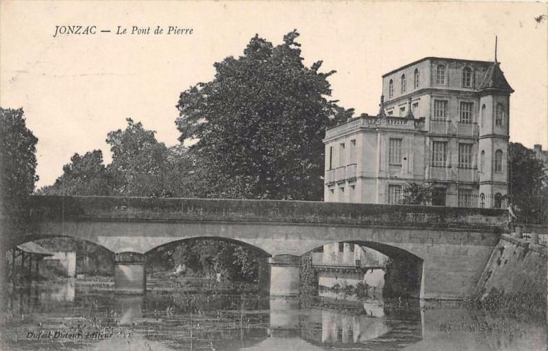 Carte postale ancienne Jonzac Le Pont De Pierre à Jonzac