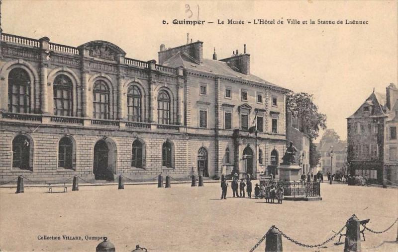 Carte postale ancienne Quimper Le Musee Hotel De Ville à Quimper