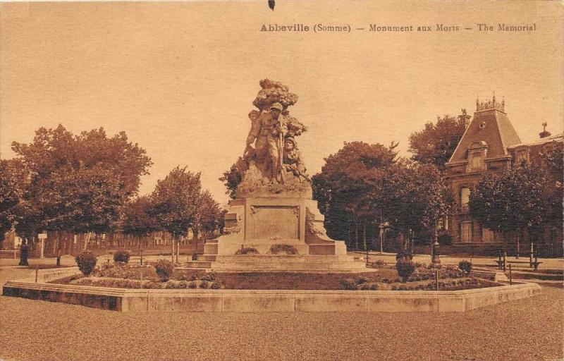 Carte postale ancienne Abbeville Monument Aux Morts à Abbeville