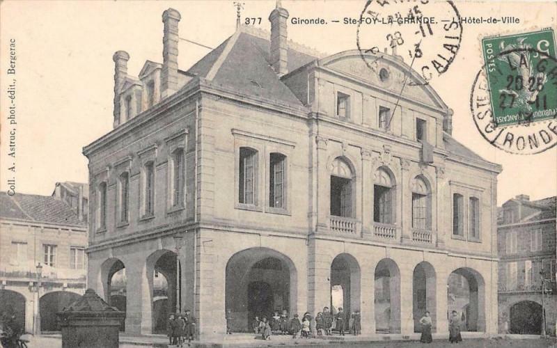 Carte postale ancienne Sainte Foy La Grande Hotel De Ville à Sainte-Foy-la-Grande