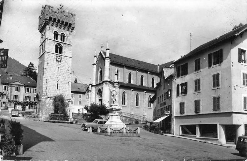 Carte postale ancienne Saint Jeoire En Faucigny La Vieille Tour Et Eglise à Faucigny