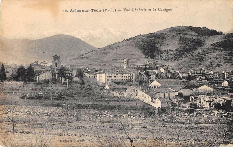 Carte postale ancienne Arles Sur Tech Vue Generale Et Le Canigou à Arles-sur-Tech