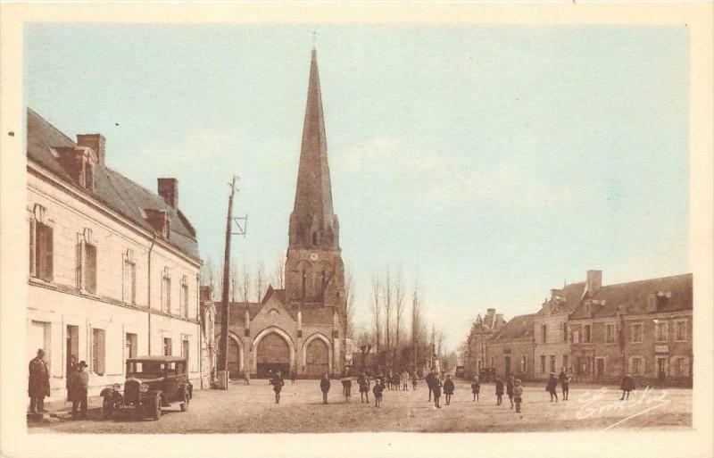 Carte postale ancienne Vernantes La Place De La Mairie à Vernantes