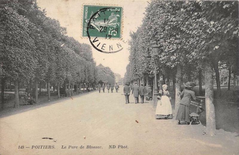 Carte postale ancienne Poitiers Le Parc De Blossac à Poitiers