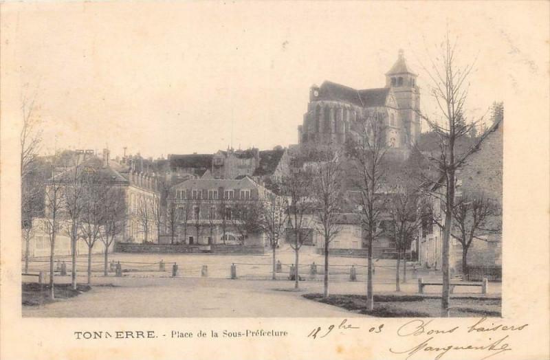 Carte postale ancienne Tonnerre Place De La Sous Prefecture (dos non divisé) à Tonnerre