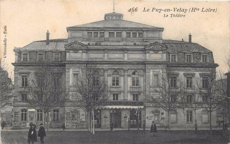Carte postale ancienne Le Puy En Velay Le Theatre au Puy-en-Velay