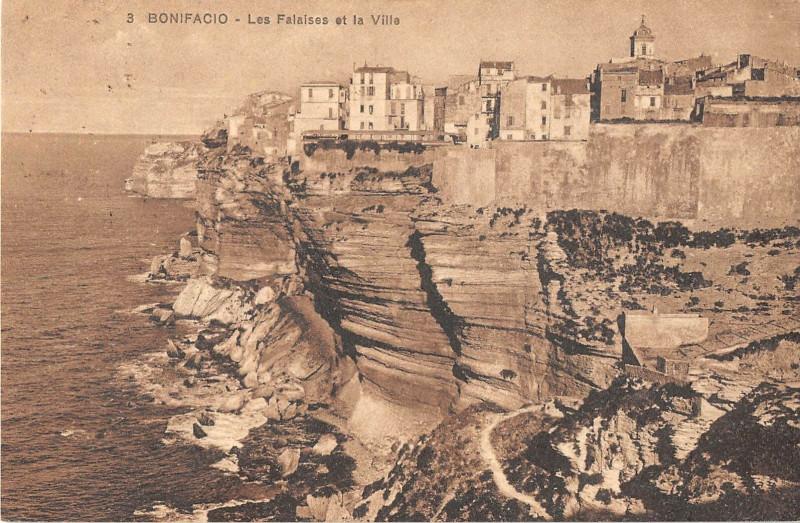 Carte postale ancienne 20 Corse Bonifacio Les Falaises Et La Ville à Bonifacio