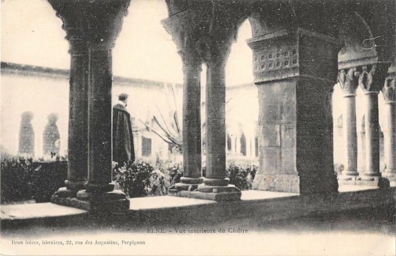 Carte postale ancienne Elne Vue Interieur Du Cloitre à Elne
